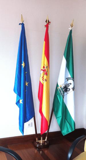 Mástil y base de interior para 3 banderas en raso-BPH